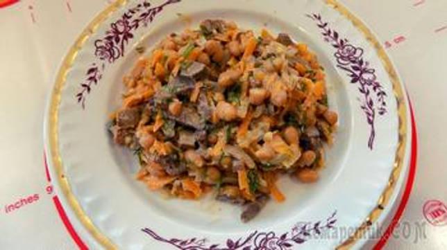Салат из куриной печени с консервированной белой фасолью. Видео рецепт